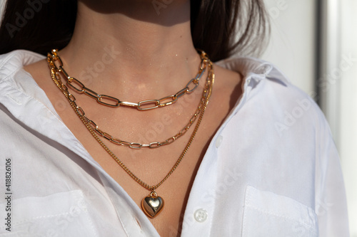 Canvas Print Beautiful model brunette in modern gold metal necklace chain