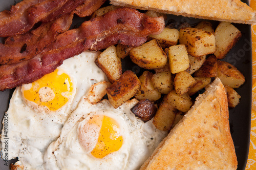 фотография bacon and eggs sunny side up