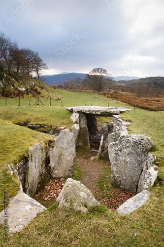 Capel Garmon Burial Chamber, Wales, UK Fotobehang