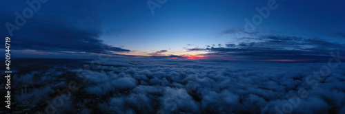 Photo evening sunset sky panorama with some clouds