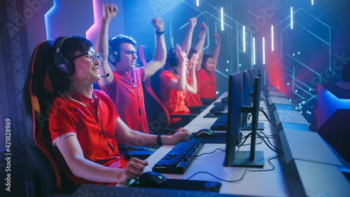 Obraz na plátně Esport Team of Pro Gamers Play in Video Game on a Championship Arena, Happy Team Wins Round Celebrates with High-Fives