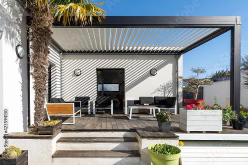 Murais de parede Trendy outdoor patio pergola shade structure, awning and patio roof, garden loun