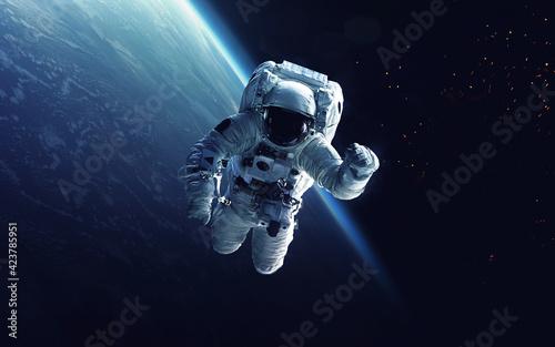 Billede på lærred Astronaut on a walk into space