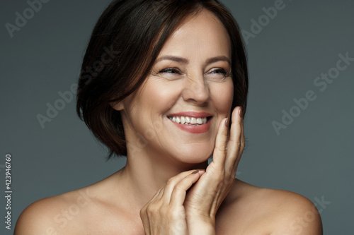 Carta da parati Beautiful middle aged woman with clean wrinkled skin
