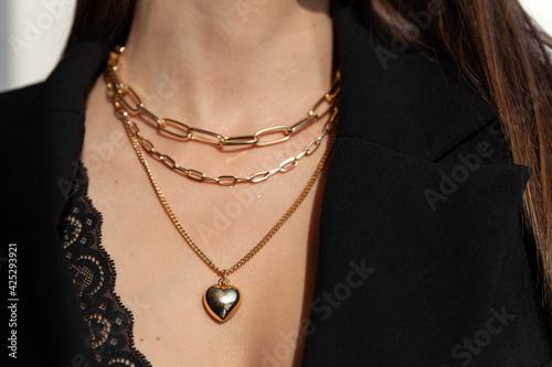 Obraz na plátně Beautiful model brunette in modern gold metal necklace chain