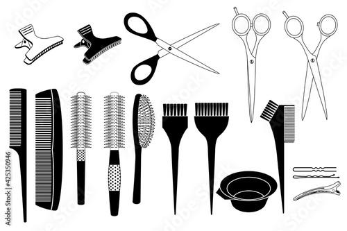 Photo Ensemble d'objets noirs et blancs utilisés par les coiffeurs - peignes, brosses, ciseaux, pinces à cheveux