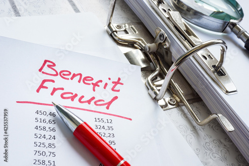 Foto Benefit fraud words in the folder with audit results.