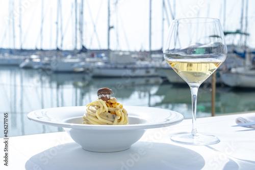 Tela spaghetti alici, vino bianco, al porto