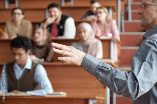 Fotografia Hand of mature professor in casualwear standing in front of audience and explain
