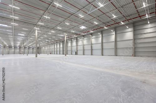 Fotografia, Obraz Neubau Lagerhalle für Logistik und Produktion in der Industrie 2