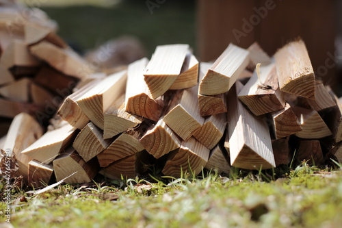 Fotografia Pile of firewood on the grass in the garden