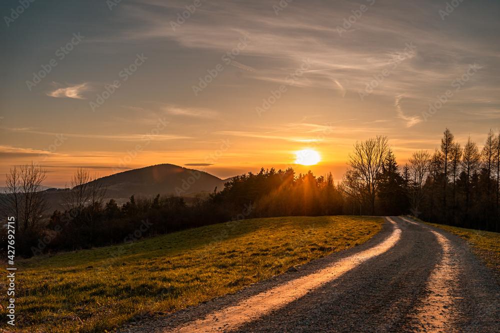 Góra Wojciechowa, zachód słońca, Grybów, słońce