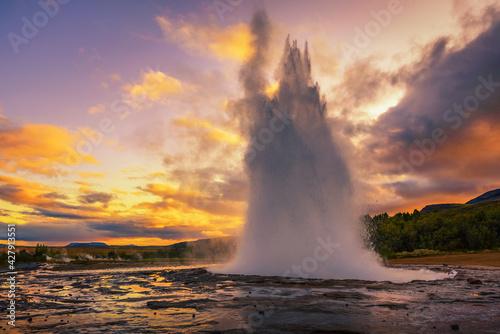 Fotografija Eruption of Strokkur geyser in Iceland at sunset