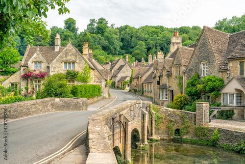 Obraz na plátně Village of Castle Combe, Wiltshire, UK. Bridge over River Bybrook