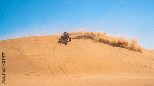 Valokuva Dune Buggy In the Desert