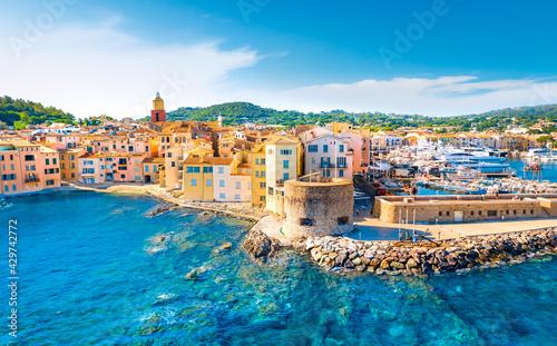 Платно View of the city of Saint-Tropez, Provence, Cote d'Azur, a popular travel destin