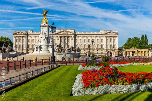 Obraz na plátně Buckingham Palace in London
