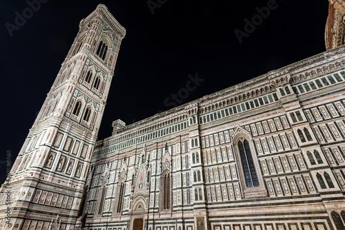 Murais de parede The side facade of the Florence Cathedral, Duomo of Santa Maria del Fiore and bell tower of Giotto di Bondone (Campanile)