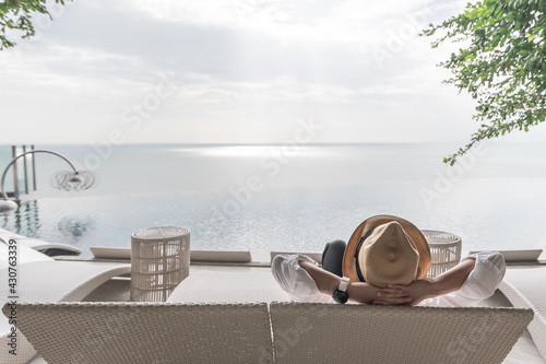 Obraz na plátně Relaxation holiday vacation, work-life balance of businessman take it easy happi