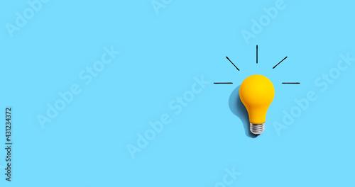 Yellow light bulb Fototapet