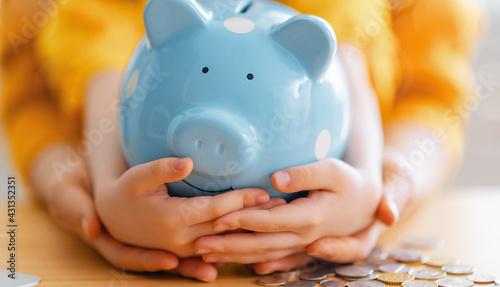 Slika na platnu Woman and child with a piggy bank