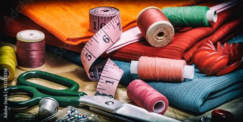 Billede på lærred sewing thread and needlework accessories