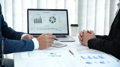 Fotografia Business concept a male startup entrepreneur presenting business data to an investor for the business expansion