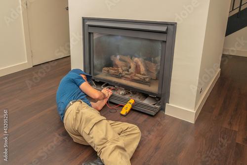 Carta da parati Service technician working on a fireplace