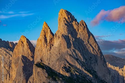 Obraz na plátně Amazing peaks Sass Rigais and Furchetta at Seceda view point, Dolomites