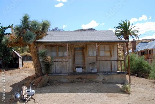 Fotografie, Tablou small basic shack in abandoned desert town