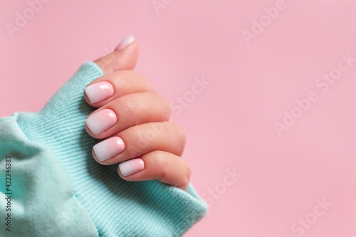 Valokuvatapetti Gradient manicure and Hands Spa