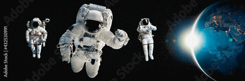 Fotomural Astronaut spaceman do spacewalk while working for space station in outer space