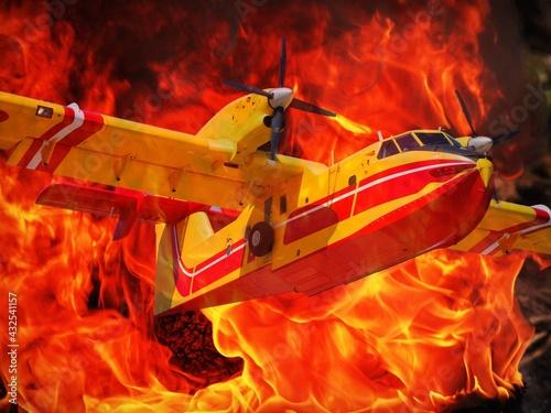 Canadair, Bombardier d'eau sortant des flammes lors d'un feu de forêt Fototapet