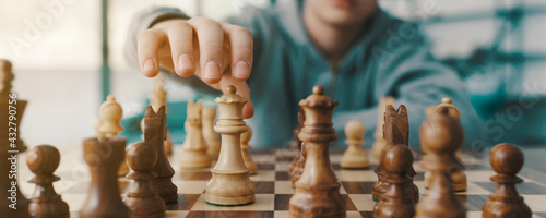 Fotografia Boy playing chess and moving a piece