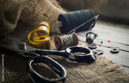 Fotografia, Obraz Needle and thread, scissors, sewing machine