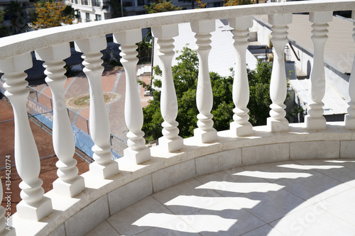 Cuadros en Lienzo White balustrade on balcony on summer sunny day close up