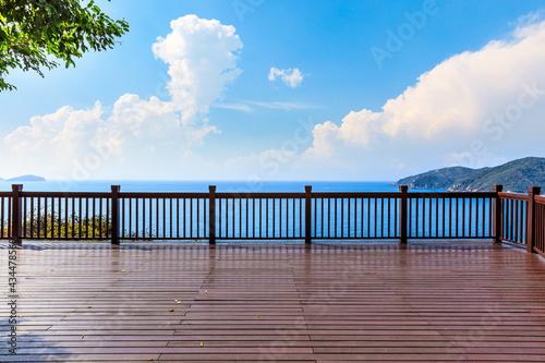 Obraz na płótnie Wooden observation deck and beautiful sea scenery.