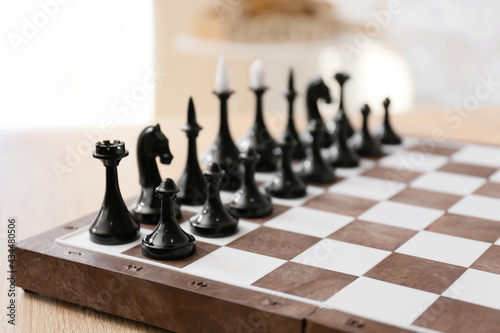 Fotografia Chess pieces with game board on blurred background