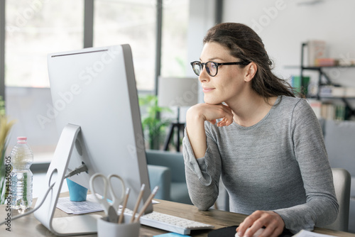 Canvas Professional woman working from home