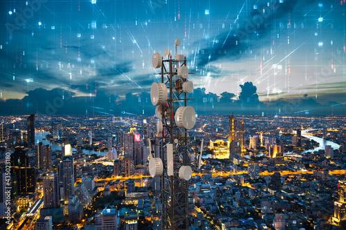 Billede på lærred Telecommunication tower with 5G cellular network antenna on night city backgroun