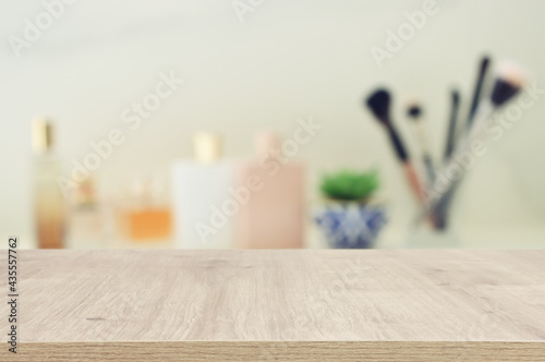 Canvas-taulu empty table board and defocused vintage woman toilet desk background