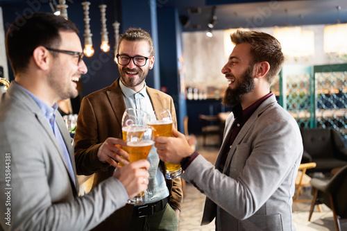 Cuadros en Lienzo Leisure, friendship pub concept