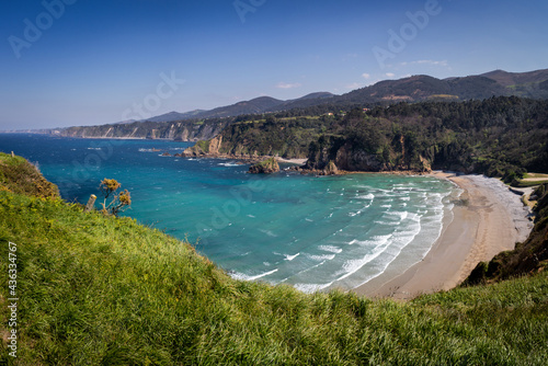 The coast of Asturias is characterized by its cliffs and its beaches.