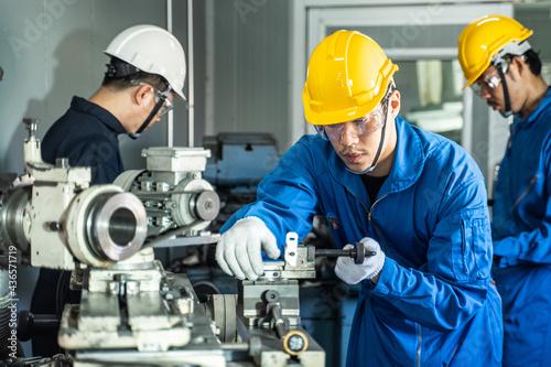 Fotografiet Mechanical technician industrial worker team work on milling machine