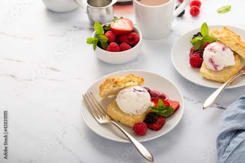 Vászonkép Shortcake ice cream sandwiches with fresh berries