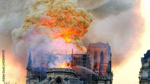 Fotografie, Obraz Notre Dame on fire on Easter Monday