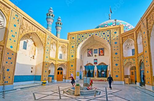 фотография The courtyard of Imam Zadeh Jafar Shrine, Yazd, Iran