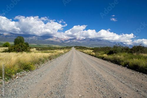 Fotografiet camino de campo en Mendoza