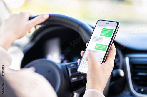Billede på lærred Driving car and using phone