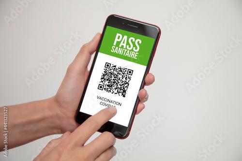 Fotografia, Obraz pass sanitaire avec QR code pour voyager en temps de pandémie de covid